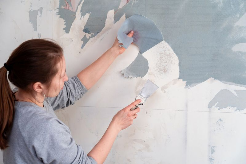 The Right Way to Remove Wallpaper