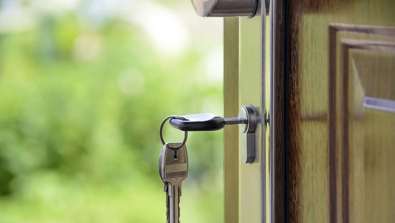 Can a house to be bought or sold without clearing a Title?